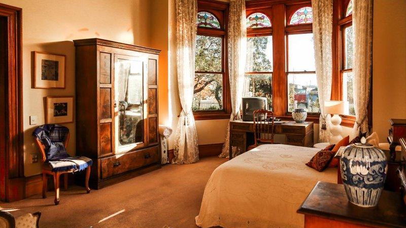 Archer House bedroom