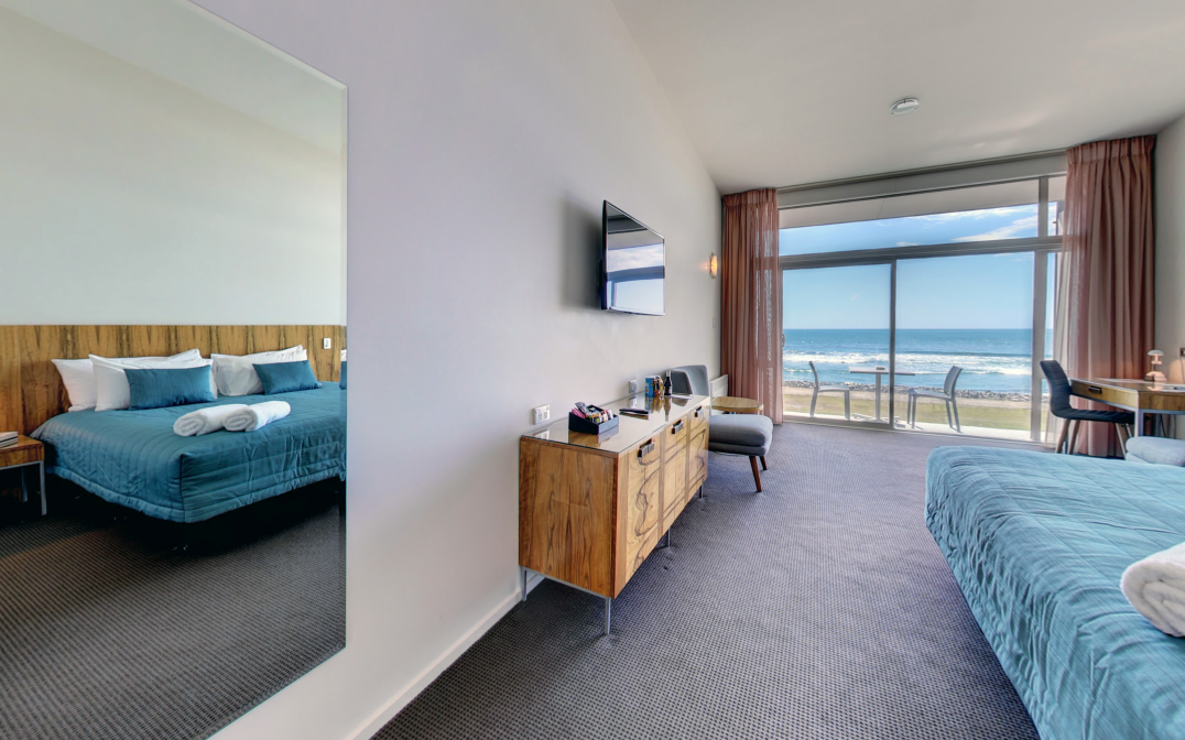 Beachfront Hotel Hokitika Oceanview King.png
