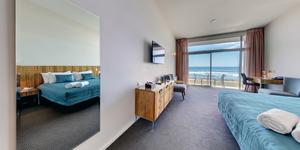 Beachfront Hotel Hokitika Oceanview King.png