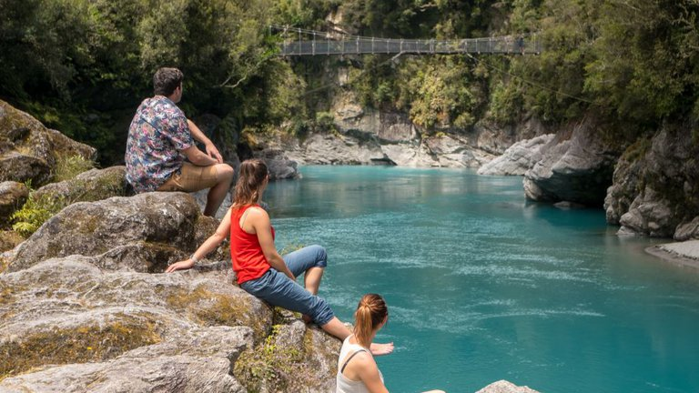 People looking out over Hokitika Gorge