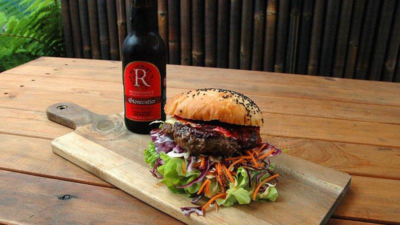 SankeBite kiwi-burger-beer.jpg