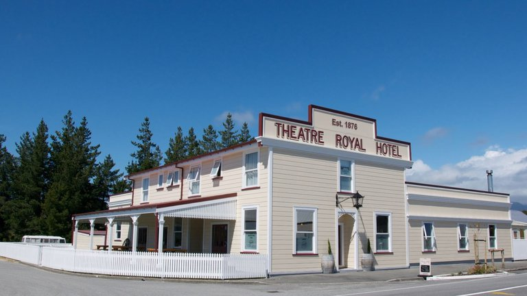 Theatre-Royal-Hotel-day.JPG