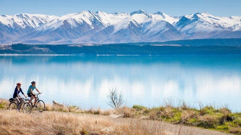 ac-42-alps-2-ocean-cycle-trail-lake-pukaki-canterbury-miles-holden.jpg